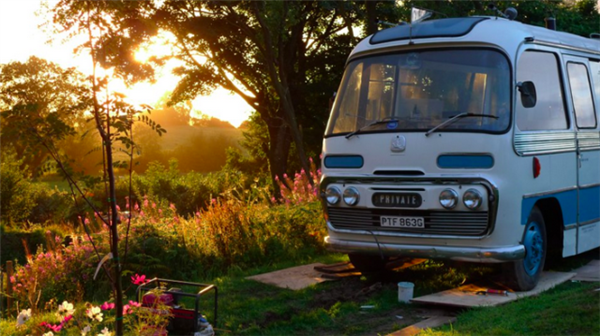 tiny-home-bus-converted-majestic