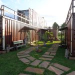 A casa/hostel em container da Carol e do Israel